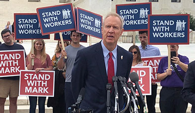 Governor Rauner speaking to reporters